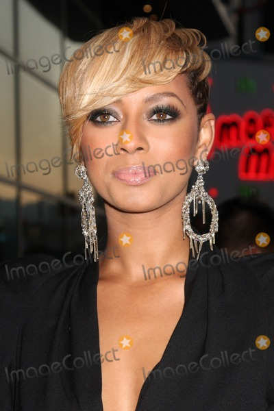"Keri Hilson Photo - LOS ANGELES - AUGUST 4:  Keri Hilson arrives at the ""Takers"" World Premiere at ArcLight Cinerama Dome Theater on August 4, 2010 in Los Angeles, CA"