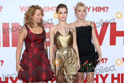 """Lea Thompson, Madelyn Deutch, Zoey Deutch Photo - LOS ANGELES - DEC 17:  Lea Thompson, Zoey Deutch, Madelyn Deutch at the """"Why Him?"""" Premiere at Bruin Theater on December 17, 2016 in Westwood, CA"""