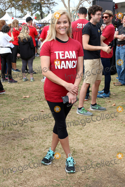 Reese Witherspoon Photo - LOS ANGELES - OCT 16:  Reese Witherspoon at the ALS Association Golden West Chapter Los Angeles County Walk To Defeat ALS at the Exposition Park on October 16, 2016 in Los Angeles, CA