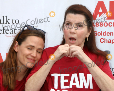 Jennifer Garner, Nanci Ryder Photo - LOS ANGELES - OCT 16:  Jennifer Garner, Nanci Ryder at the ALS Association Golden West Chapter Los Angeles County Walk To Defeat ALS at the Exposition Park on October 16, 2016 in Los Angeles, CA