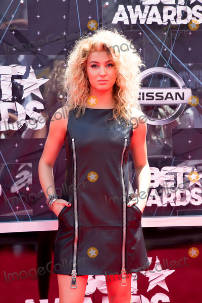 photos and pictures vlos angeles jun 28 tori kelly at
