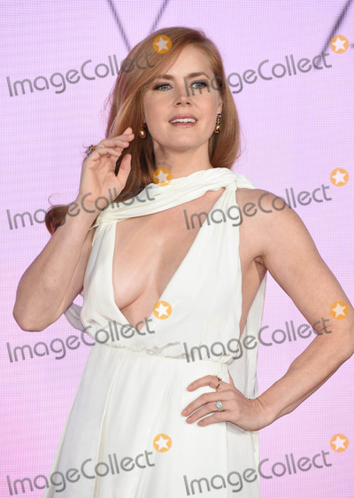 Amy Adams Photo - Photo by: KGC-03/starmaxinc.comSTAR MAX2016ALL RIGHTS RESERVEDTelephone/Fax: (212) 995-119610/10/16Amy Adams at the premiere of 'Arrival'.(London, England)