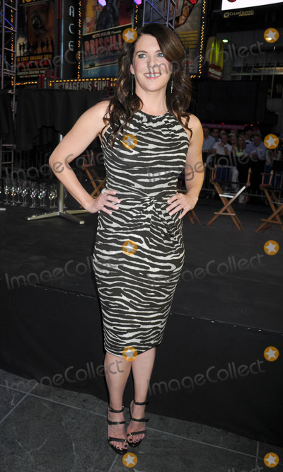 Lauren Graham Photo - Photo by: Dennis Van Tine/starmaxinc.comSTAR MAX2012ALL RIGHTS RESERVEDTelephone/Fax: (212) 995-11966/15/12Lauren Graham at the Project Runway 10th Anniversary Event.(Times Square, NYC)