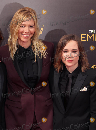 Ellen Page Photo - Photo by: RE/Westcom/starmaxinc.comSTAR MAX2016ALL RIGHTS RESERVEDTelephone/Fax: (212) 995-11969/11/16Samantha Thomas and Ellen Page at The 2016 Creative Arts Emmy Awards at the Microsoft Theatre in Los Angeles, CA.