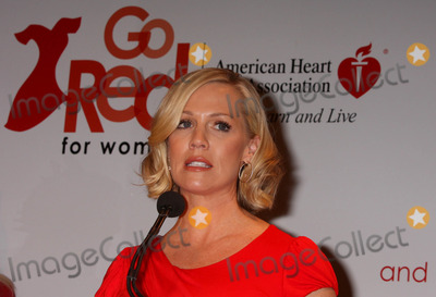 "Jennie Garth, Jenny Garth Photo - Jennie Garth at the American Heart Association's Go Red For Women ""Speak Up!"" Event at Macy's Herald Square in New York City on 02-05-2010. Photo by Henry Mcgee-Globe Photos, Inc. 2010."