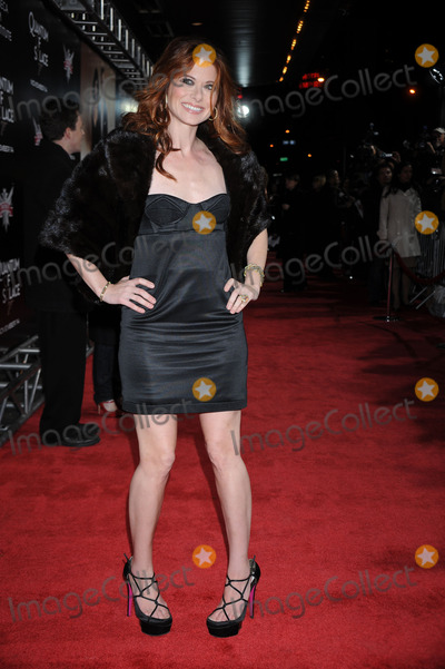 Debra Messing Photo - Actress Debra Messing attend the 'Quantum of Solace' Premiere held at the AMC Lincoln Square on November 11, 2008 in New York City.