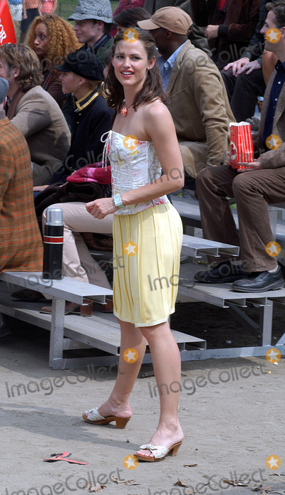 "Jennifer Garner Photo - Jennifer Garner filming her new feature film, ""13 Going on 30"" (Thirteen Going on Thirty) in Central Park, New York, June 30, 2003."