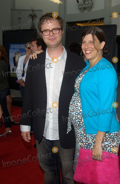 Rainn Wilson Photo - Actor RAINN WILSON & wife at the premiere at the Chinese Theatre, Hollywood, to launch the fourth season of HBO's series Six Feet Under.