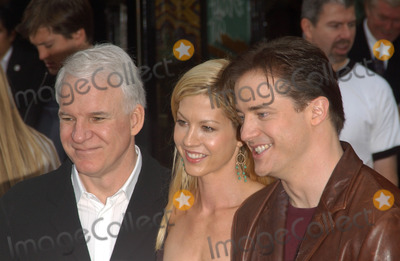 Brendan Fraser, Jenna Elfman, Steve Martin Photo - Actress JENNA ELFMAN with actors STEVE MARTIN (left) & BRENDAN FRASER at the world premiere, in Hollywood, of their new movie Looney Tunes Back in Action.