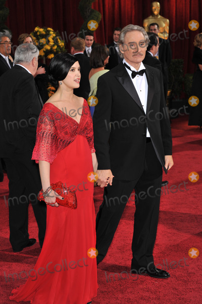 Kevin Kline, Phoebe Cates Photo - Kevin Kline & Phoebe Cates at the 81st Academy Awards at the Kodak Theatre, Hollywood.