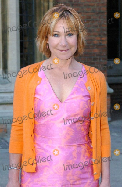 Zoe Wanamaker Photo - Oxford. Zoe Wanamaker - UK actress/Madame Hooch in Harry Potter/Susan in My Family - giving a talk about flying lessons, family life and her award-winning stage career at The Oxford Union. 