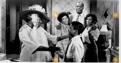 Danny Glover, Tv-film Still, Tv-film Stills Photo - A Raisin in the Sun Tv-film Still Supplied by Globe Photos Inc. Danny Glover Esther Rolle Starlette Dupois Kim Yancey Kimble Joyner