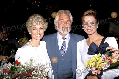 Kenny Rogers, Phyllis George Photo - Kenny and Marianne Rogers with Phyllis George Photo:roger Karnbad-michelson/ Globe Photos Inc 1988 Kennyrogersretro