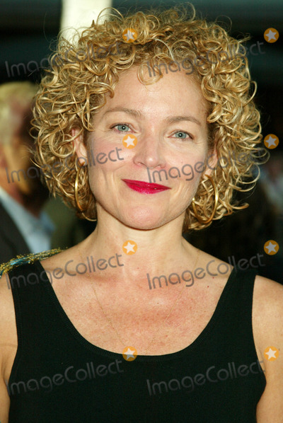 "Amy Irving Photo - U.s Premiere of "" War of the Worlds "" at the Ziegfeld Theatre , New York City 6-23-2005 Photo By:sonia Moskowitz-Globe Photos, Inc 2005 Amy Irving"