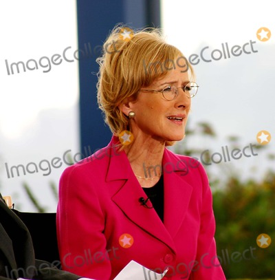 Judy Woodruff Photo - Cnn: Judy Woodruff's Inside Politics Taping Over at Chelsea Piers in New York City 8/27/2004 Photo By:william Regan/Globe Photos, Inc 2004 Judy Woodruff