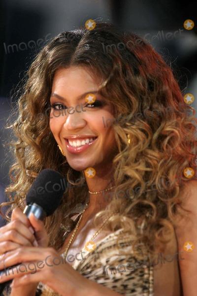 Beyonce, Beyonce Knowles, (+44), +44 Photo - Abc-''good Morning America'' Summer Concert Broadway and 44st Dated 09-8-06 Photo by John Barrett-Globe Photos,inc Beyonce Knowles