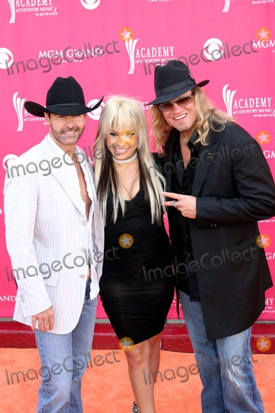 Trick Pony, Ira Dean, Keith Burns Photo - 47th Annual Country Music Awards (Arrivals) at the M.g.m. Grand Garden Arena, Las Vegas NV 05-15-2007 Photo by Ed Geller-Globe Photos 2007 Ira Dean, Aubrey Collins and Keith Burns of Trick Pony