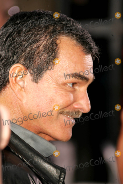 Burt Reynolds Photo - Celebrities Outside of Mtv's Trl Studio 42nd Street Time Square , New York City 05-23-2005 Photo by Rick Mackler-rangefinder-Globe Photos,inc Burt Reynolds