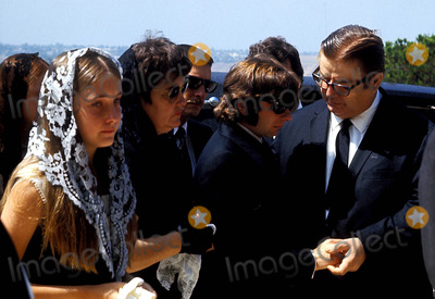 Roman Polanski, Sharon Tate Photo - Sharon Tate Funeral Roman Polanski (Center) Photo By:Globe Photos, Inc