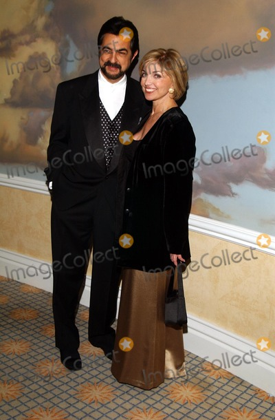 Carole Black, Joe Mantegna, Carol Black Photo - : the Caucus For Television Producers, Writers and Directors Foundation 19th Annual Award Dinner Beverly Hills Hotel, Beverly Hills,ca 01/17/2002 Photo by Amy Graves/Globe Photos,inc.2002 (D) Joe Mantegna and Carole Black