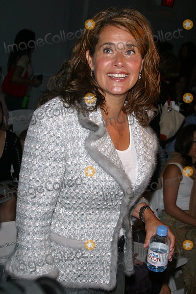 Lorraine Bracco, Douglas Hannant Photo - Olympus Fashion Week: Douglas Hannant Spring 2005-celebs. Bryant Park, New York City. 09/14/2004 Photo: John Barrett/ Globe Photos Inc. 2004 Lorraine Bracco