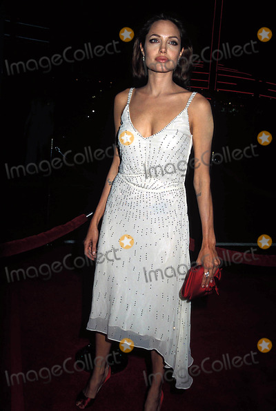 Angelina Jolie, ANGELINA JOLIE, Photo - Sky Captain and the World of Tomorrow Premiere at the Chinese Theatre CA 09-18-2004 Photo: Phil Roach-ipol-Globe Photos Inc. 2004 Angelina Jolie Angelinajolieretro