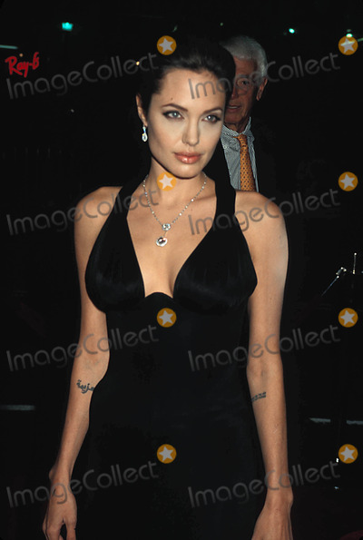 Angelina Jolie, ANGELINA JOLIE, Photo - Alexander Premiere at the Chinese Theatre Hollywood CA 11-16-2004 Photo: Phil Roach-ipol-Globe Photos Inc. 2004 Angelina Jolie Angelinajolieretro