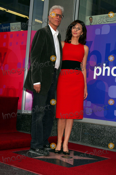 Ted Danson, Mary Steenburgen Photo - Oscar Winner Mary Steenburgen Honored with Star on the Hollywood Walk of Fame 7021 Hollywood Blvd, Hollywood, CA 12/16/09 Ted Danson and Mary Steenburgen Photo: Clinton H. Wallace-photomundo-Globe Photos Inc