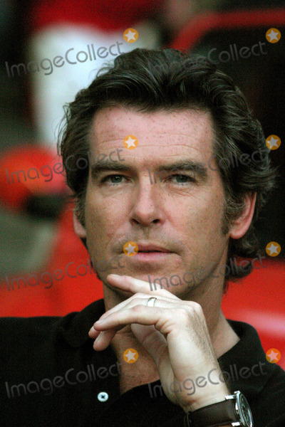 "Pierce Brosnan, Julianne Moore Photo - Pierce Brosnan and Julianne Moore on the Set of ""Laws of Attraction"" Filming on 1st Ave and 7th Street in New York City 08/19/2003 Photo by John Barrett/Globe Photos, Inc."
