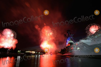 Photo - Manhattan macy's July 4 Fireworks Display on the Hudson River Bruce Cotler - Globe Photos, Inc. 7/4/11
