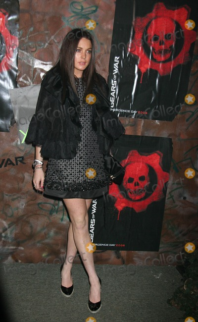 "Lindsay Lohan Photo - Xbox 360 - ""Gears of War"" Launch Party Hosted by Microsoft Game Studios and Epic Games Hollywood Forever Cemetery, Los Angeles, CA 10-25-2006 Lindsay Lohan Photo: Clinton H. Wallace-photomundo-Globe Photos Inc"