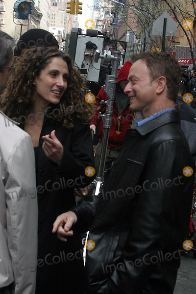 Gary Sinise, Melina Kanakaredes Photo - the Season Finale Episode of Csi: Miami For Spin Off Csi: New York in New York City 4/8/2004 Photo By:john Barrett/Globe Photos, Inc 2004 Gary Sinise and Melina Kanakaredes