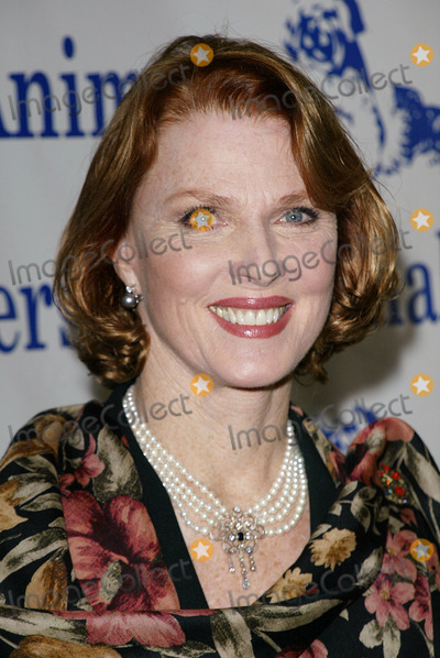 "Mariette Hartley Photo - Mariette Hartley - ""Celebration of Caring"" Celebrity Fashion Show & Luncheon - at Universal Hilton & Towers Los Angeles, CA Photo by Fitzroy Barrett / Globe Photos Inc. - 11-16-2002 - K27208fb (D)"