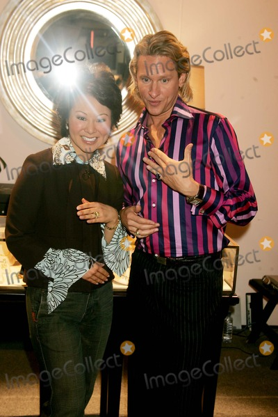 "Carson Kressley, Judith Ripka Photo - Carson Kressley Making "" Mock Marriage "" Proposal at Judith Ripka Booth at Bryant Park in New York City 2-10-2005 Photo By:rick Mackler-rangefinders-Globe Photos, Inc"