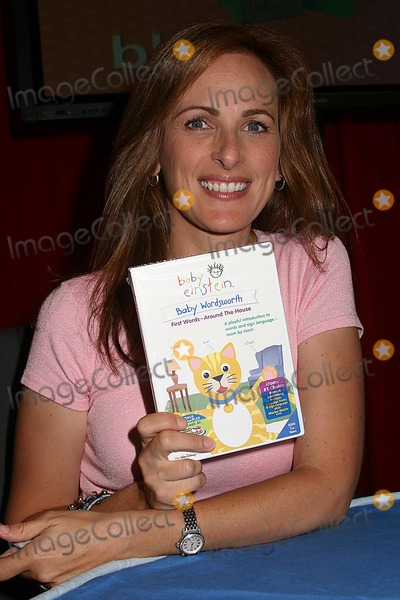 "Marlee Matlin Photo - Marlee Matlin Host Interactive Baby Singing Workshop at Toys ""R"" Times Square, New York City 07-19-2005 Photo: Mitchell Levy-rangefinders-Globe Photos Inc. 2005 Marlee Matlin"