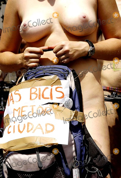 Juanes, Nudes Photo - Juan Naharro/globelinkuk.com/Globe Photos Inc 2005 12/06/05 001391 K43680 Nude Cyclists Not to Be Used in Germany, France, Italy & Portugal 'the World Naked Bike Ride - Madrid, Spain'