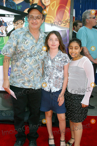 David Paymer Photo - Sleepover World Premier at Arclight Cinerama Dome, Hollyood, CA. (06/27/04) Photo by Clinton.h.wallace/ipol/Globe Photos Inc.2004 David Paymer and Family