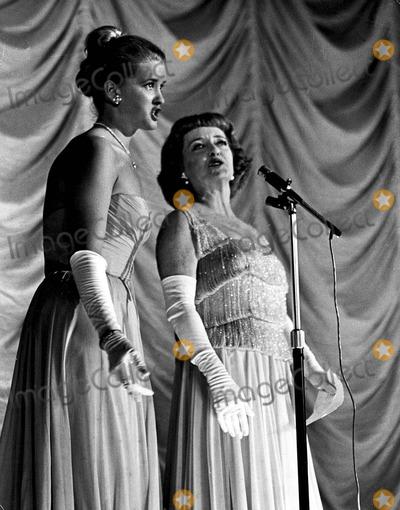 Bette Davis, Barbara Davis Photo - Bette Davis with Her Daughter Barbara Davis Sherry 5-1963 Photo by Globe Photos, Inc.