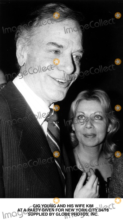 Gig Young Photo - Gig Young and His Wife Kim at a Party Given For New York City 04/78 Supplied by Globe Photos, Inc.