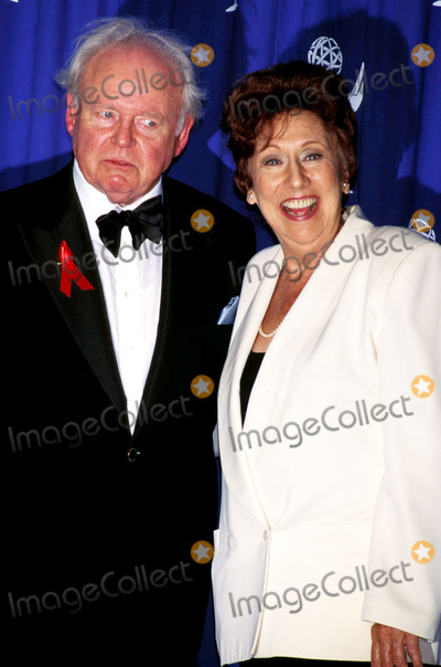 Carroll O'Connor, Jean Stapleton Photo - 48th Annual Emmy Awards Jean Stapleton_carroll O'connor Photo by Ned Redway-Globe Photos,inc. Jeanstapletonretro