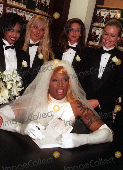 pictures 08 96 new york city dennis rodman wearing a wedding dress