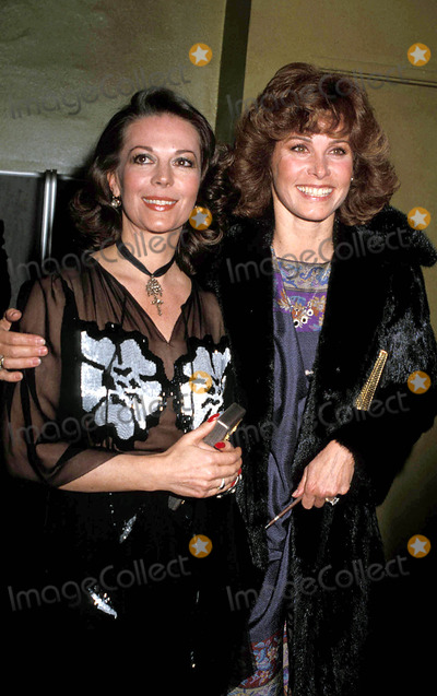 Natalie Wood, Stephanie Powers Photo - Natalie Wood and Stephanie Powers Photo: Phil Roach / Ipol / Globe Photos Inc 1979 Nataliewoodretro