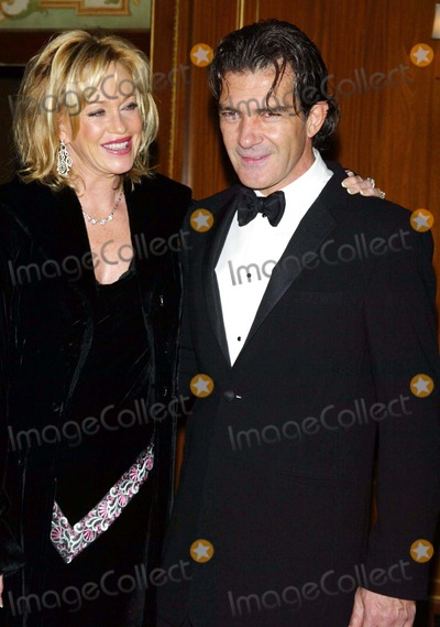 Queen, Melanie Griffith, Melanie Griffiths Photo - Melanie Griffith and Husband Antonio Bandares Arrive at the Queen Sofia Spanish Institute 2006 Gold Medal Gala at the Pierre Hotel in New York on November 15, 2006. Photo by Lcv/Globe Photos, Inc.