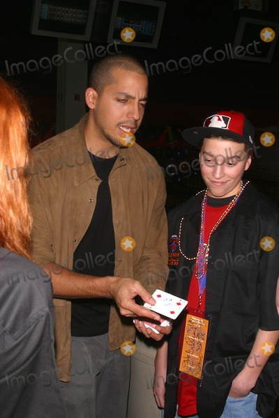 "David Blaine Photo - ""Knicks Bowl 4"" - the New York Knicks Annual Fundraiser to Benefit the Red Holzman Knicks Cheering For Kids Foundation at Chelsea Piers Lanes in New York City 03/12/3003 Photo by John Barrett/Globe Photos, Inc. 2003 David Blaine"