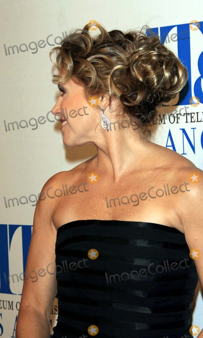 Katie Couric Photo - Museum of Television and Radio Gala - Regent Beverly Wilshire Hotel, Beverly Hills, California - 10-26-2006 - Photo by Nina Prommer/Globe Photos, Inc 2006