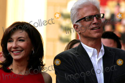 Mary Steenburgen, Ted Danson Photo - Oscar Winner Mary Steenburgen Honored with Star on the Hollywood Walk of Fame 7021 Hollywood Blvd, Hollywood, CA 12/16/09 Mary Steenburgen and Ted Danson Photo: Clinton H. Wallace-photomundo-Globe Photos Inc