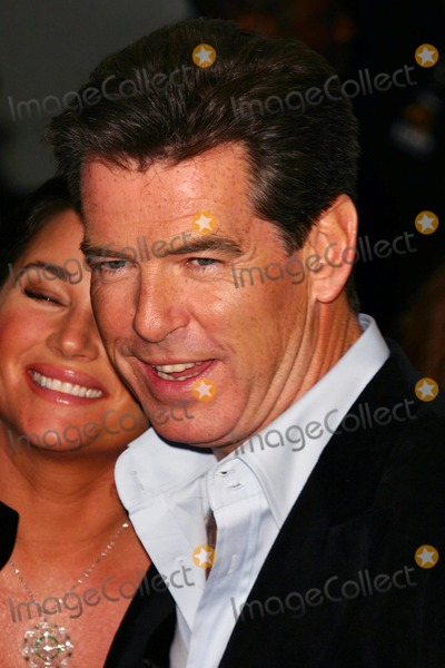 "Pierce Brosnan Photo - Premiere of "" After the Sunset "" at the Ziegfeld Theatre in New York City 11/9/2004 Photo by John Zissel/ipol/Globe Photos, Inc. 2004 Pierce Brosnan"