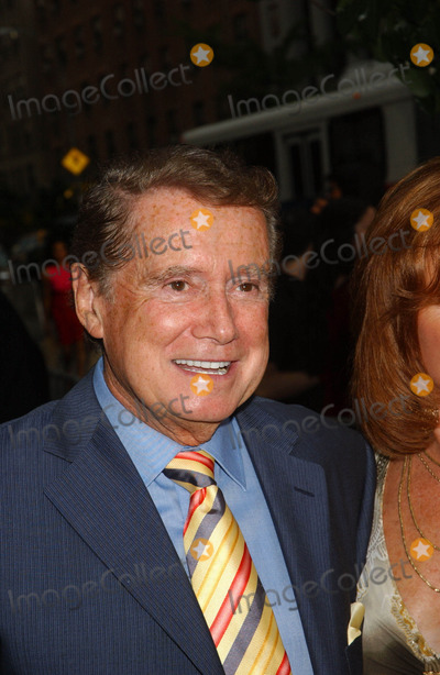 "Regis Philbin Photo - ""Evening"" Premiere. Clearview Chelsea West , New York City 06-11-2007 Photo by Ken Babolcsay-ipol-Globe Photos, Inc. 2007 Regis Philbin"