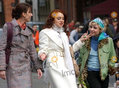 "Lindsay Lohan, Samaire Armstrong, Bree Turner Photo - Bree Turner , Lindsay Lohan and Samaire Armstrong Lindsay Lohan on the Set of ""Just My Luck"" - Greenwich Village, New York City, Us. 3-31-2005 Photo By:chris Deeber-globlinkuk-Globe Photos, Inc 2005"