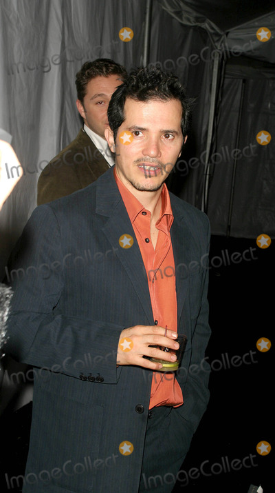 John Leguizamo, JOSEPH ABBOUD Photo - Olympus Fashion Week Fall 2005 Joseph Abboud Collection (Celebs). Bryant Park, New York City. 02-04-2005 Photo: John Barrett-Globe Photos Inc 2005 John Leguizamo